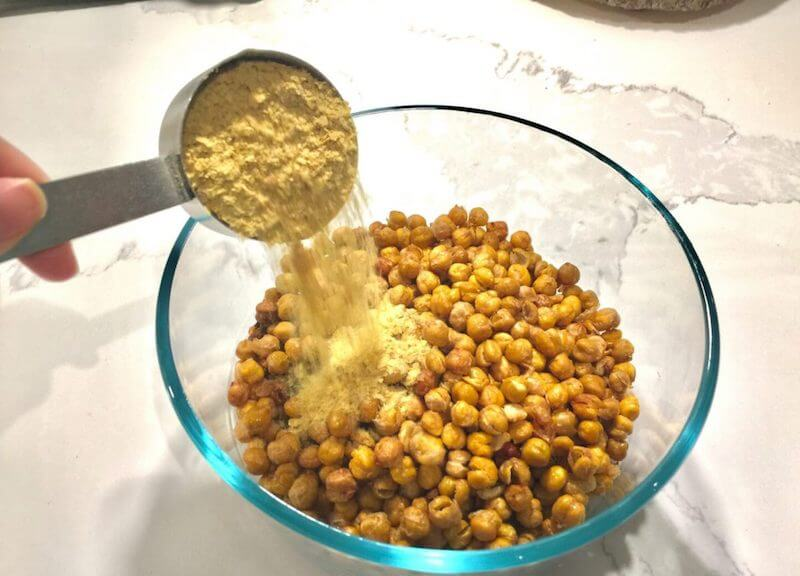 Chickpeas with nutritional yeast