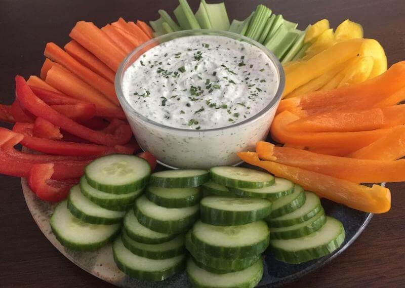Greek yogurt veggie dip with veggies